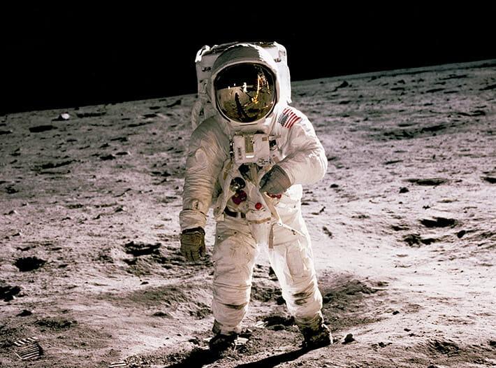 1969.07 アメリカ合衆国がアポロ11号の月面着陸を達成ニール・アームストロングが人類初の月面歩行