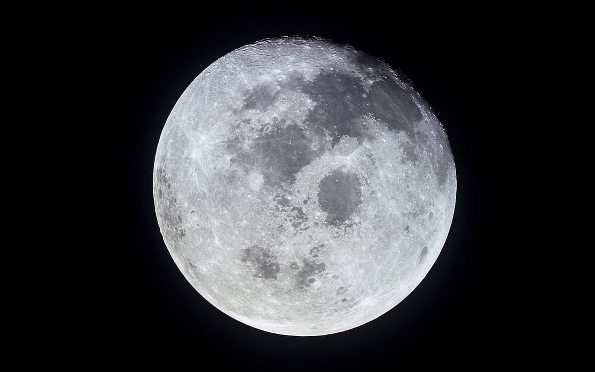 NASAが提供する月の素材 www.nasa.gov より