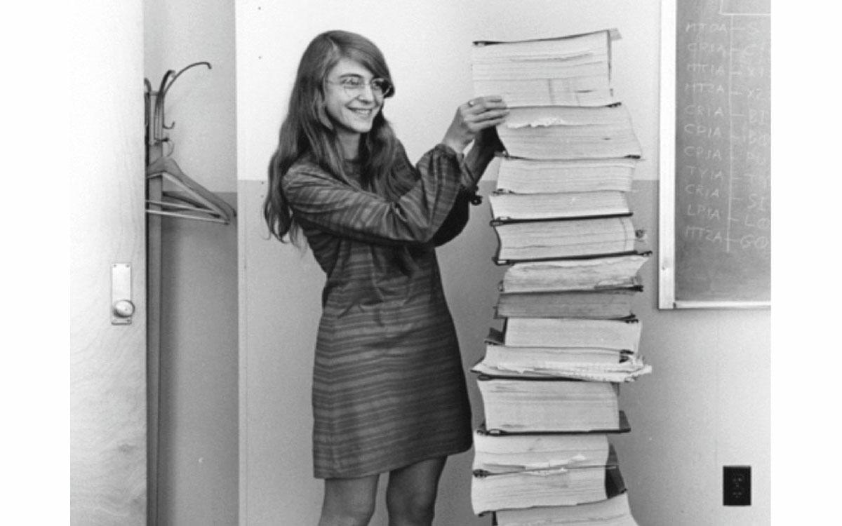 アポロ11号の危機を救った女性プログラマー、マーガレット・ハミルトン